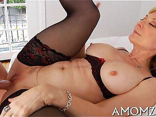 Agile mom loves from behind fuck