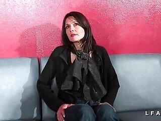 Cougar francaise sodomisee et prise en double penetration pour son casting porno