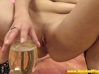 Goldenshower loving eurobabe drinks pee