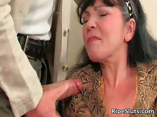 Horny mature gets wet pussy
