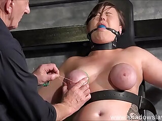 Shaved and Tight Pussy Caught in Solarium