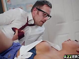 Seductive student Roxxy Lea bangs with her prof